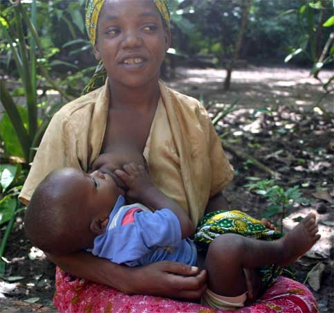 Women+breastfeeding+other+women